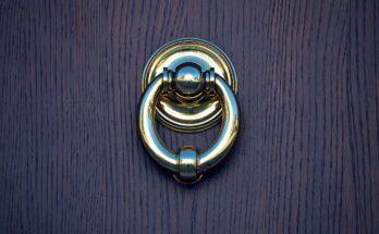 Jak zamontować drzwi wejściowe