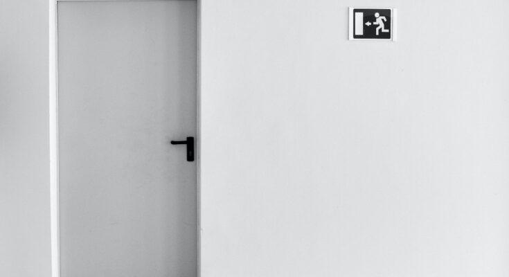 Jak dobrze zamontować drzwi techniczne?