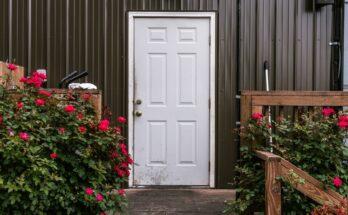 Jak wybrać dobre białe drzwi